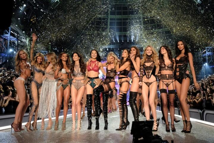 Los ángeles de Victoria's Secret desfilan en lasalturas