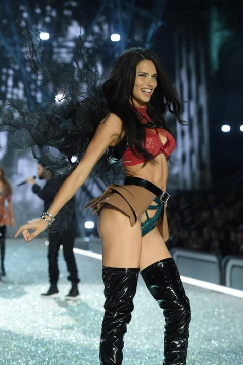 adriana-lima-victoria-secret-fashion-show-2016-pictures