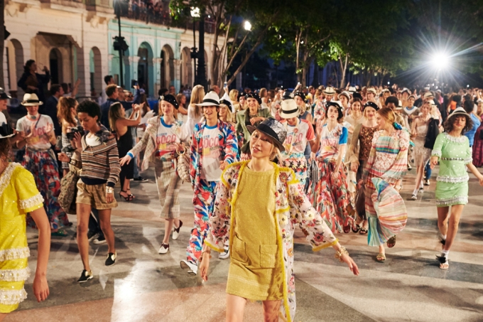 17_Cruise-2016-17-collection-Finale-pictures-by-Olivier-Saillant.jpg