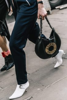 London_Fashion_Week_Fall_2017-LFW-JW_Anderson-Julien_Macdonald-Ports1961-Street_Style-85-1800x2700