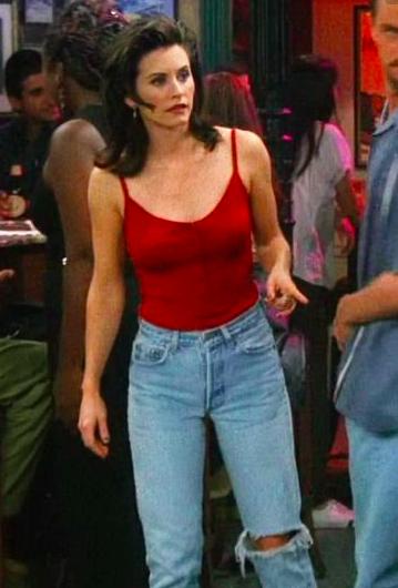 Courteney Cox interpretando a Monica Geller en la serie Friends