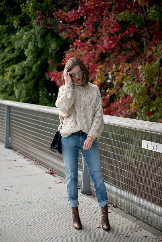 fall-in-chicago-hm-cable-oversized-turtleneck-sweater-girlfriend-jeans-snakeskin-boots-how-to-wear-over-the-ankle-boots-cozy-fall-style-16
